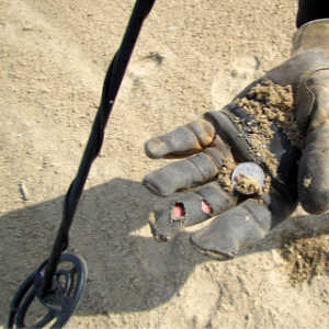 Finding-Money-Metal-Detecting